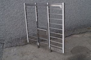 Metal front stand